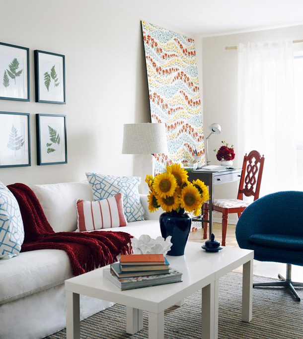 white-red-blue-yellow-contemporary-chic-living-room