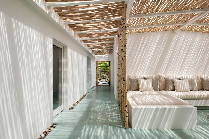 Summer-House-Casa-Tatui-by-Vera-Iachia-Interiors-Architecture