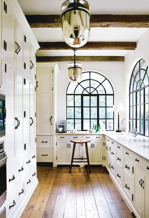 white-kitchen-with-dark-brass-and-black-hardware