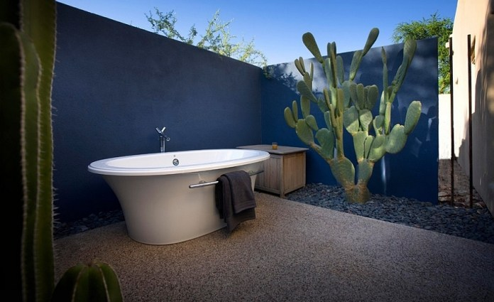 Fabulous-outdoor-Mediterranean-bathroom