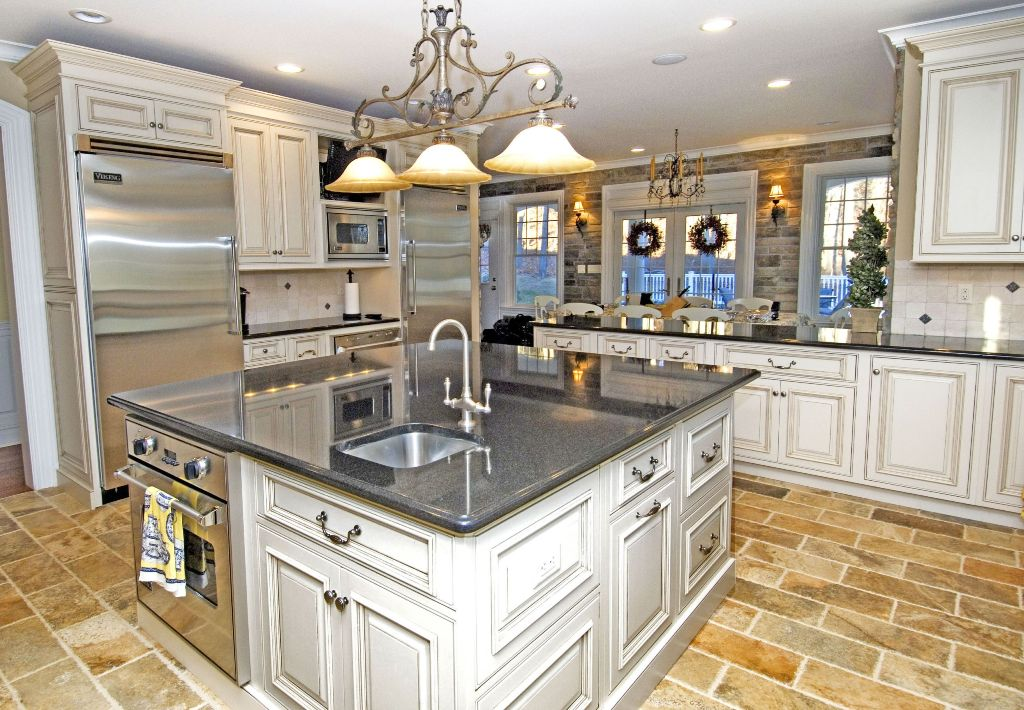 25 Exciting Traditional Kitchen Designs and Styles on Traditional Kitchen Decor  id=76545