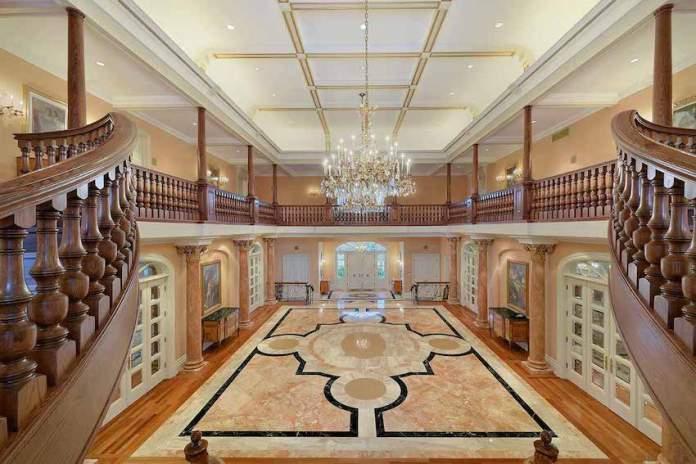 Luxury Foyer Decorating And Design Ideas (2)
