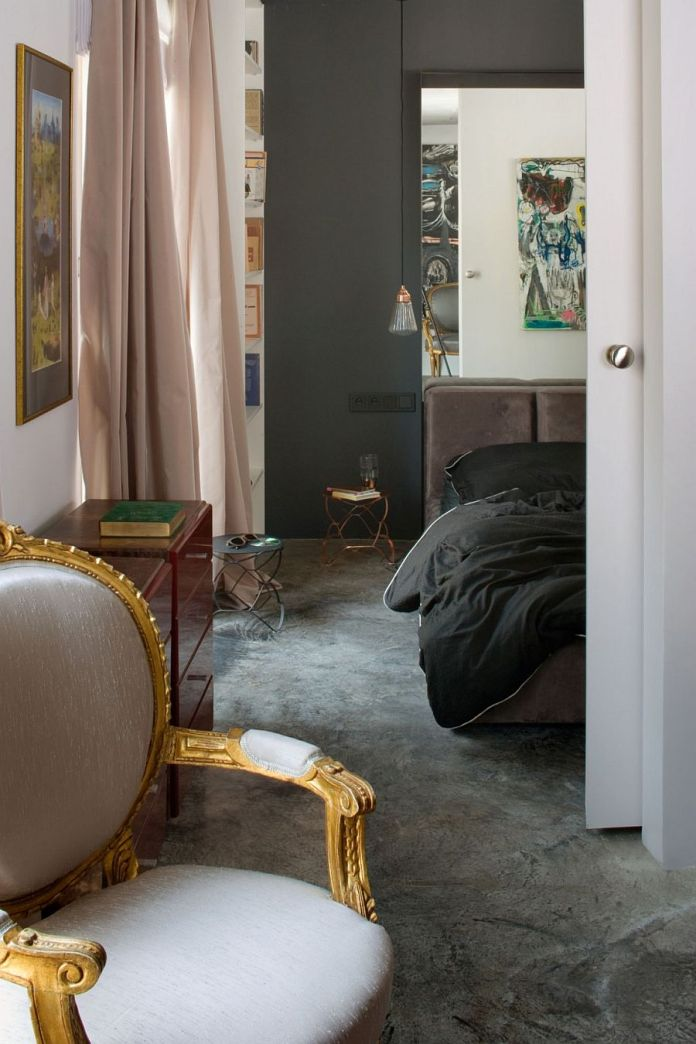 Bedroom of the tiny apartment with eclectic style