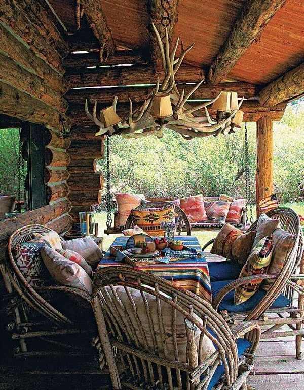 rustic-outdoor-lighting-ideas-patio-deck-antler-chandelier