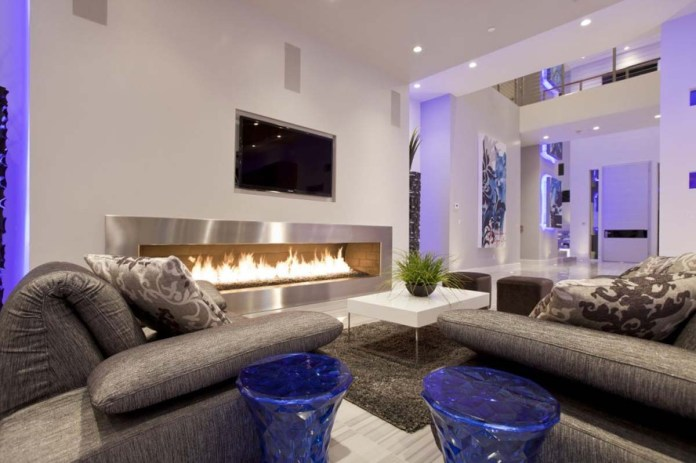 Luxurious Contemporary Living Room With Fireplace