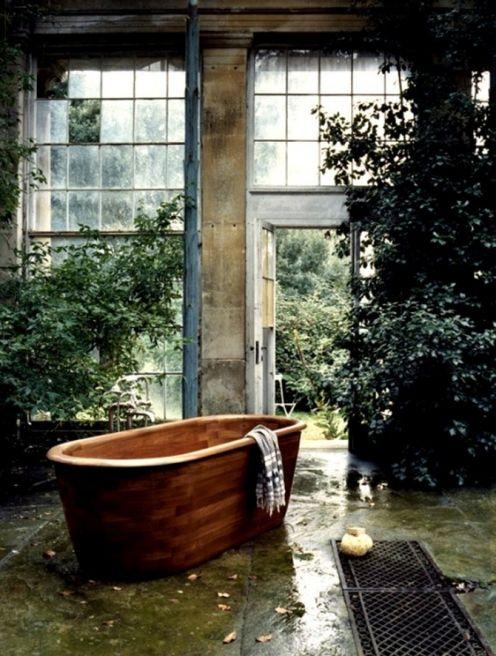 Amazing Bathrooms With Wooden Bathtub (2)