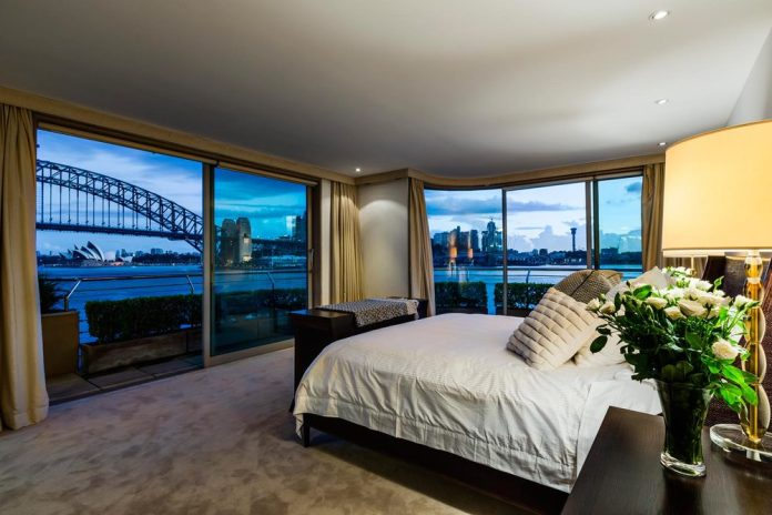 awesome-bedroom-with-a-view-16