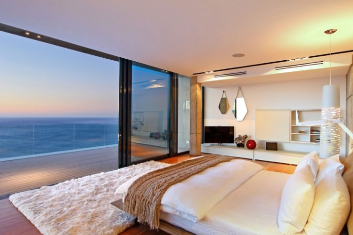 awesome-bedroom-with-a-view-18