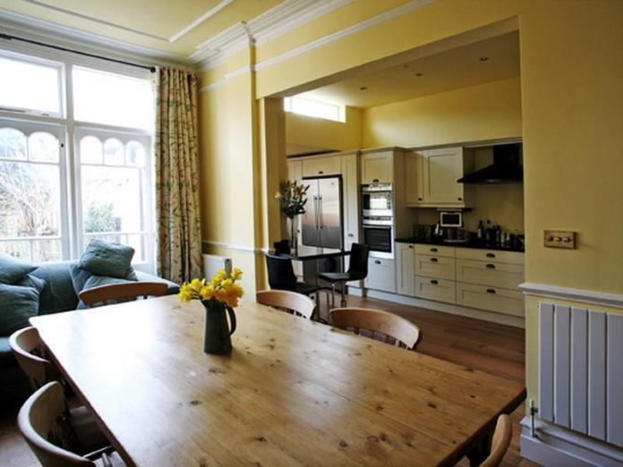 kitchen-and-dining-furniture-design-ideas-13