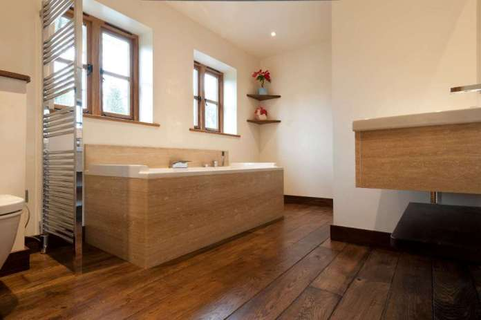 bathroom-with-oak-wood-flooring