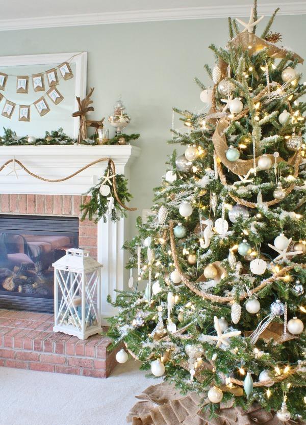 classy-coastal-style-christmas-tree-decoration