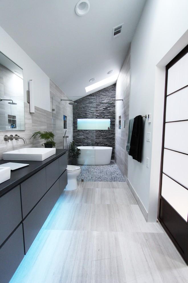 cool-gray-tome-bathroom-shower-design