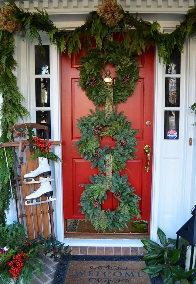 Red-Christmas-Front-Door-Wreath
