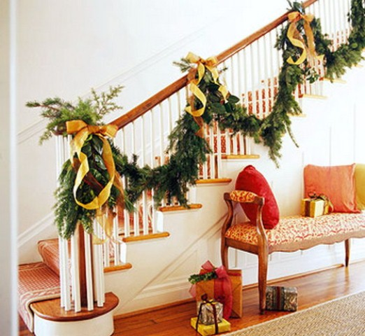 christmas-staircase-decorating-11