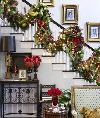 christmas-staircase-decorating-9