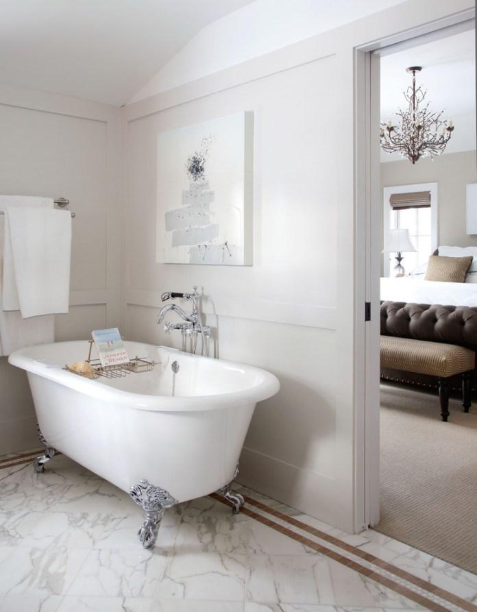 Traditional Bathroom With Bathtub
