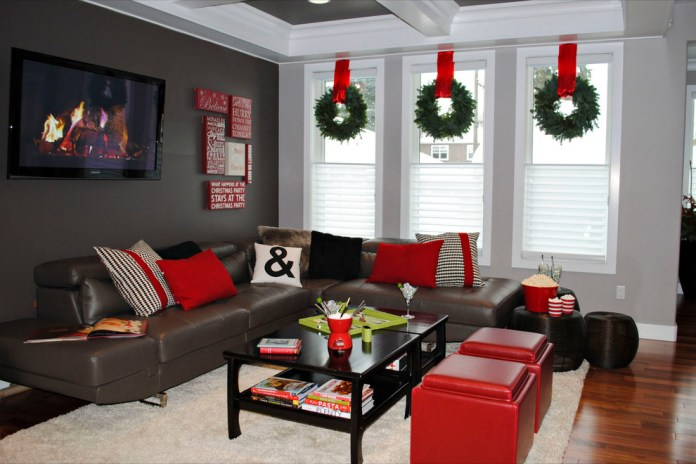 Contemporary Living Room Wreaths Decor