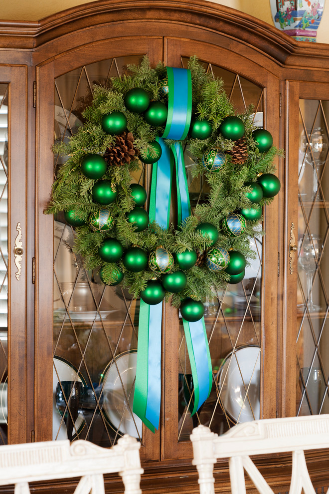Green Showcase Wreath Decor