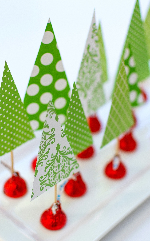 Christmas Crafts Kiss-mass Tree Centerpiece