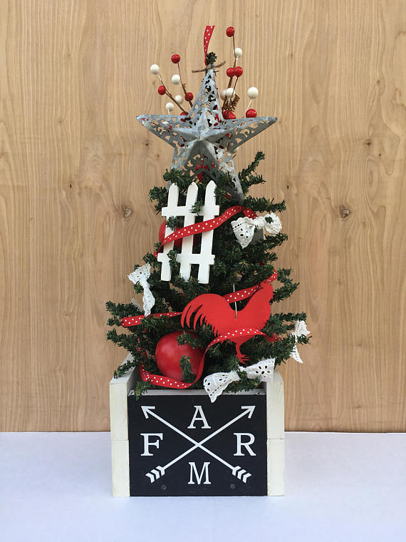 Farmhouse Tabletop Christmas Tree dwellingdecor