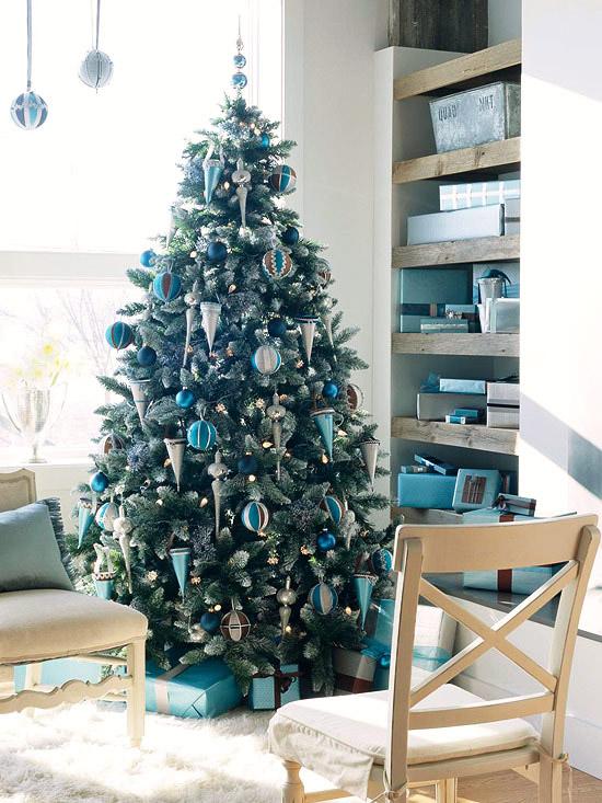 Christmas Living Room Decorations dwellingdecor (12)