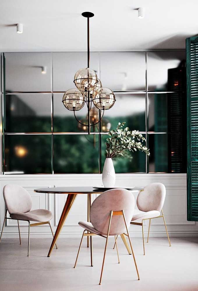 38. Details that make a difference. Here, they appear on the mirrored panel and on the pink chairs.