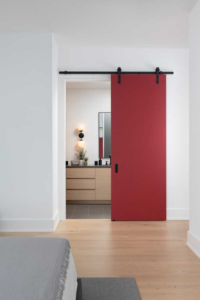 46 - Red sliding door: the focal point of the environment.