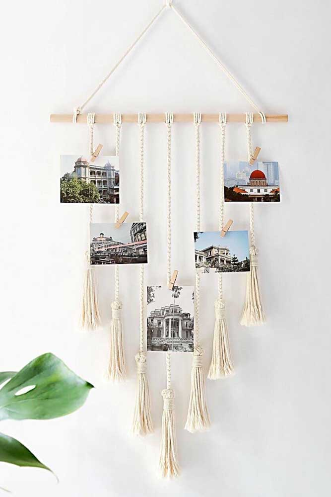 10. If the intention is to use something more handmade, you can enjoy a piece made with lines. To hang the photos, use a clothespin.