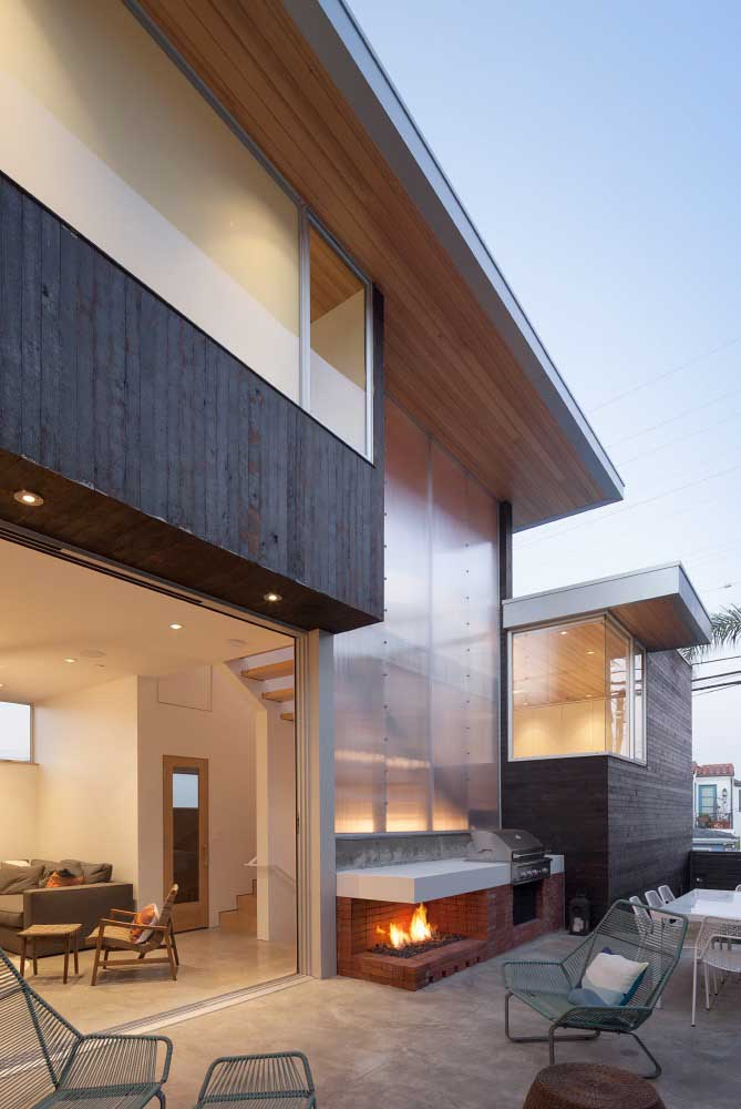 10. Leisure area with barbecue and wood oven in the external space of the house.