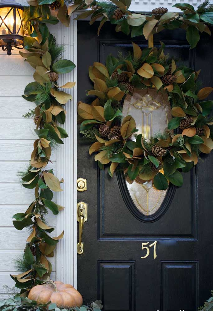10. Simple Christmas wreath, where the different shades of the leaves guarantee the charm of the piece.
