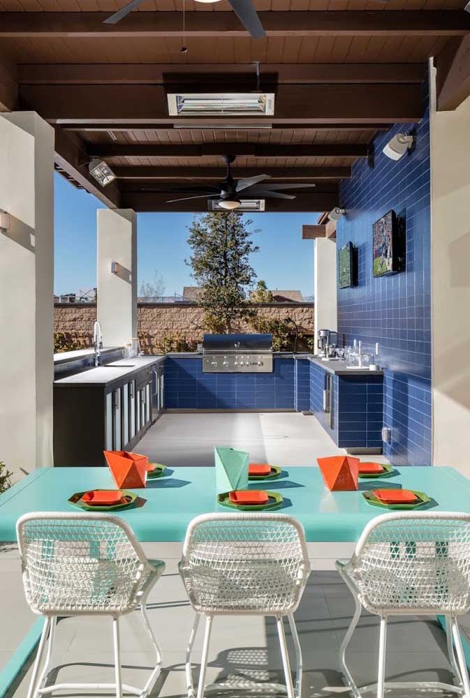 12. Blue ceramic was the coating chosen for this leisure area with barbecue.