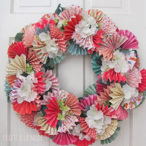 fans and flowers wreath