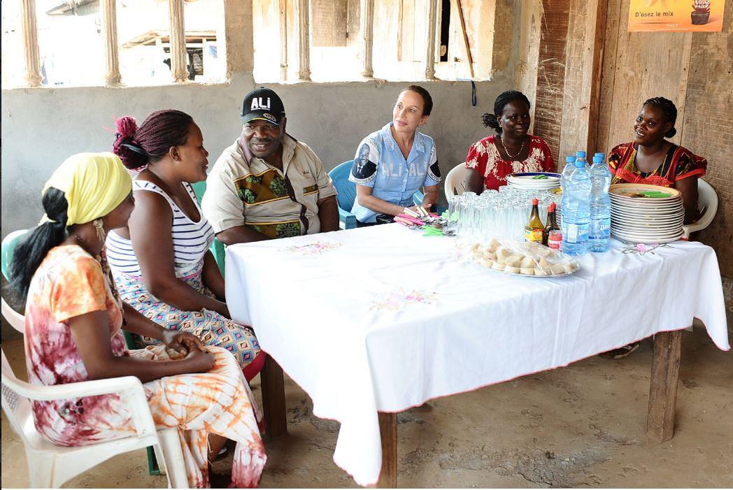 Présidentielle 2016 Ali Bongo dans la province de la Nyanga-02