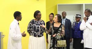 sylvia-bongo-ondimba-et-jeannette-kagame-en-visite-a-linstitut-de-cancerologie-de-libreville-icl-et-la-maison-dalice-dangondje