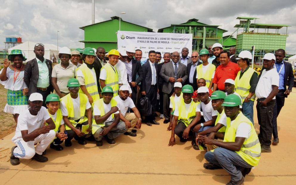 usine d'huile de palme de Mouila dans la province de la Ngounié, les salariés, le président Ali Bongo et le responsable du groupe olam, M Gagan Gupta, mardi 11 avril 2017