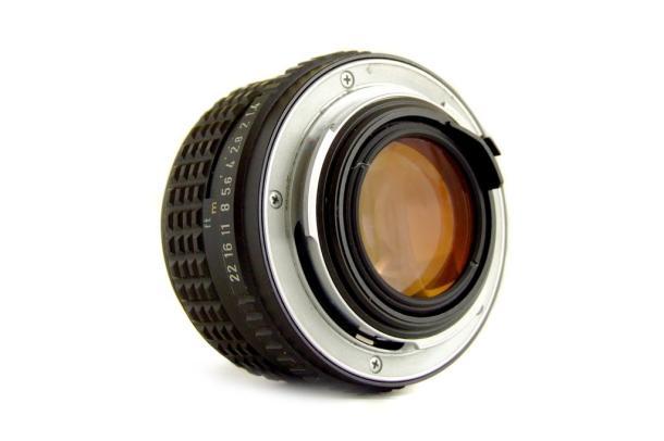 Uma 50mm f/1:1.4 fungada sendo desmontada e limpa - DXFoto - Traseira