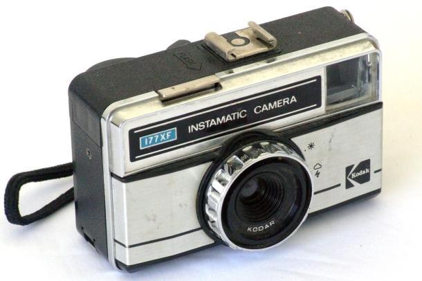 Kodak Instamatic 177 XF, camerinha do coração - Frente - DXFoto
