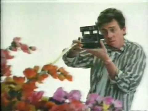 Propaganda com polaroids, anos 80 e o House antes de ser House