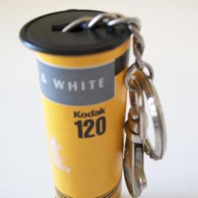 Rolo de filme 120 vira um chaveiro em 10 minutos - E pronto!