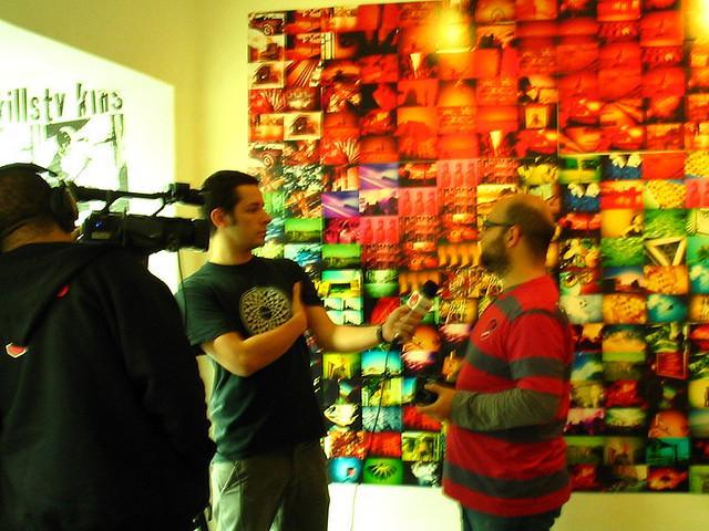 Julio dando entrevista no Let's Lomo
