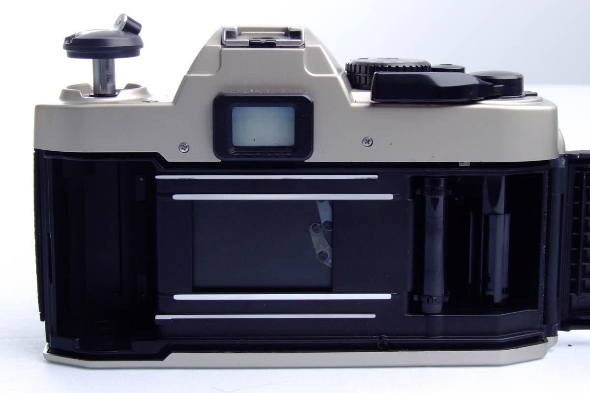 Nikon FM10 - Traseira aberta