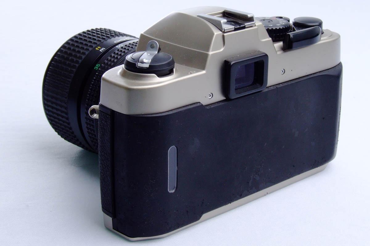 Nikon FM10 - Traseira