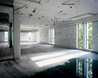 © Robert Burley - Interior of Building W1, Polaroid, Waltham, Massachusetts, 2009, Chromogenic Print, 76 cm. x 99 cm.