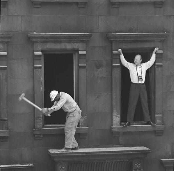 Ormond Gigli in the Window - New York 1960 - DXFoto