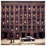 """""""Girls in the Windows"""": a história por trás dessa foto icônica de Nova Iorque"""