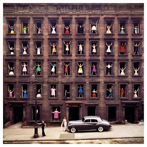 """Girls in the Windows"": a história por trás dessa foto icônica de Nova Iorque, por Ormond Gigli"