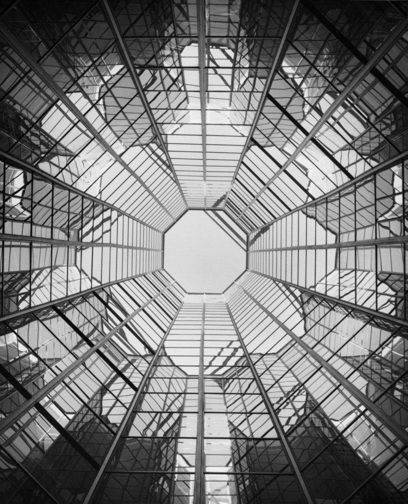 Francisco Gómez [Edificio Centro. Madrid], 1968 Arqs. Genaro Alas y Pedro Casariego Gelatina de plata, copia actual, 30x24 cm © Archivo Paco Gómez / Fundación Foto Colectania