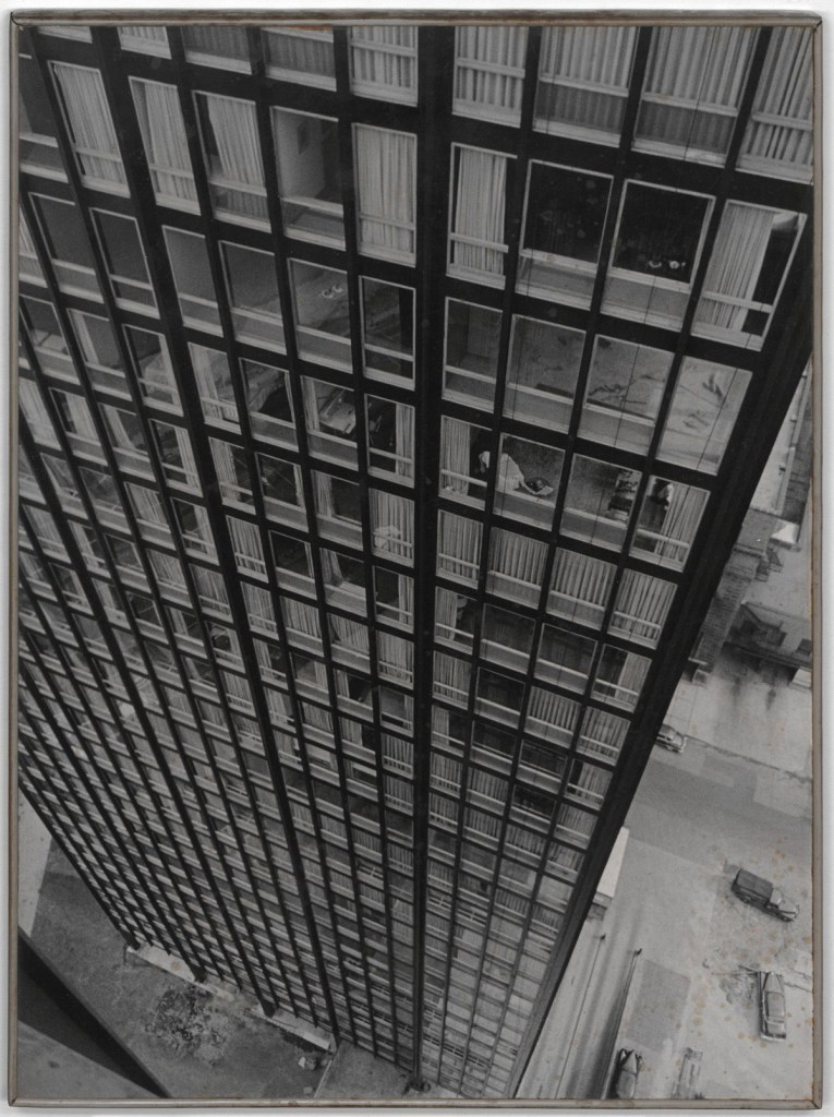 Umbo_Stahl-Appartment-Haus_1952_Berlinische-Galerie