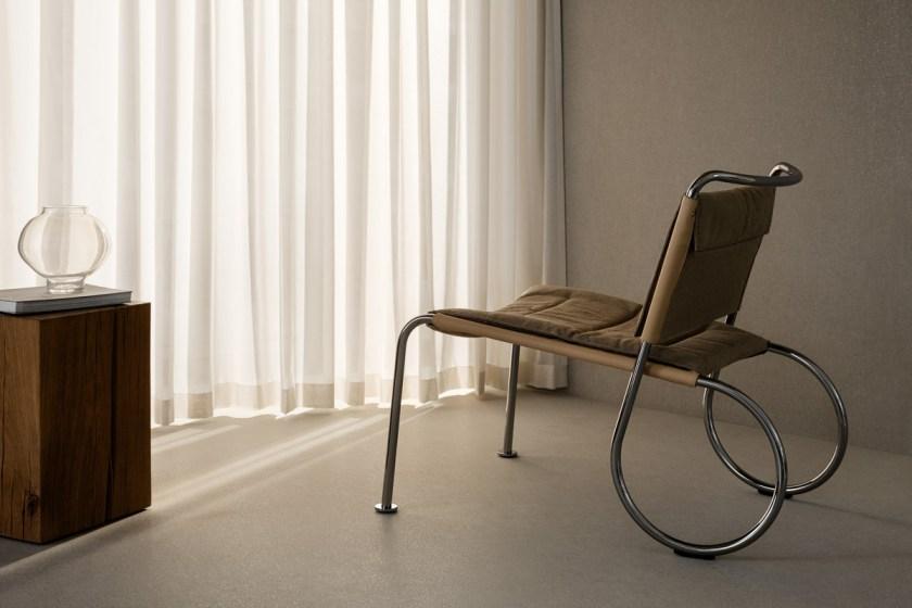 """Pierre Sindre, """"Ono"""", Källemo """"Con clara inspiración de Japón, pero también de la obra"""" Military """"de Gerrit RietveldChair """"y Sven Markelius"""" Orkesterstol """",Sindre ha creado una silla con líneas refinadas y artesanía magníficamente elegante. El carácter de la silla también tiene un toque de John Kandell, que sigue siendo parte del alma de Källemo, que es lo que hace que este presidente sea un candidato principal """"."""