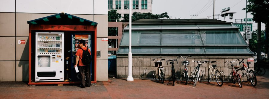 Man and Vending Machine, Seoul